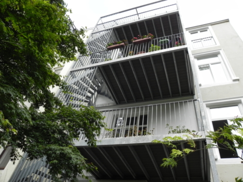 Balkonkonstruktion mit Fluchttreppen in Hamburg Eimsfeld